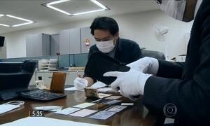 Japoneses têm o hábito de entregar para a polícia tudo o que encontram na rua