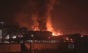 Combustível de tanques incendiados em Santos deve queimar até o fim