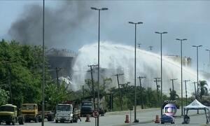 Fogo volta a ficar alto em tanque de combustível em Santos, litoral de SP