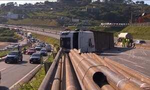Acidente com carreta deixa sete feridos da Grande Belo Horizonte