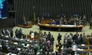 Câmara retoma votação do projeto que regulamenta a terceirização