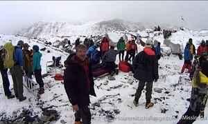 Avalanche após terremoto matou 18 no Monte Everest