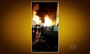 Incêndio fecha o aeroporto de Fiumicino, em Roma