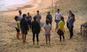 Apaixonados por tecnologia ficam 48h sem celulares em 'praia detox'