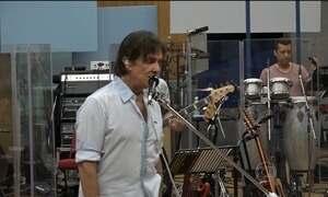 Roberto Carlos canta música dos Beatles com exclusividade para o Fantástico