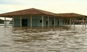 Casa flutuante é arrastada por correnteza durante temporal no Amapá