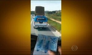Caminhoneiro grava policiais recebendo propina no RJ