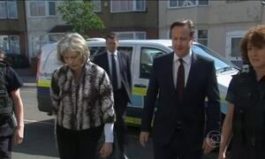David Cameron acompanha imigração em casa de estrangeiros ilegais