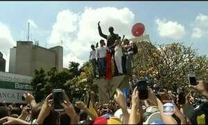 Senadores embarcam para a Venezuela em apoio a opositores de Maduro