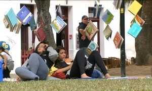 Feira Literária Internacional de Paraty busca aproximar os jovens dos livros