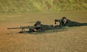 Arma apreendida com traficantes do Rio perfura aço blindado em teste