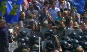 Protesto na Ucrânia termina com soldado morto e 90 pessoas feridas