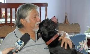 Cão que esperou uma semana em porta de hospital reencontra o dono