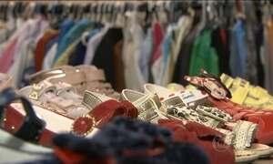Na contramão da crise, brechós voltam à moda e geram lucro