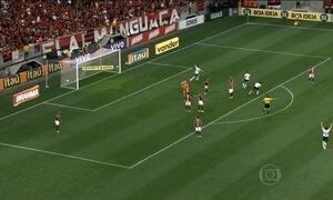 Flamengo perde para o Coritiba em estádio lotado