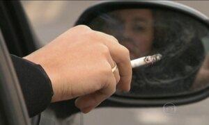 Grã-Bretanha proíbe fumar dentro do carro na presença de menores