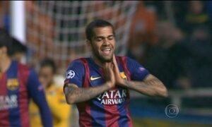 CBF anuncia convocação do lateral Daniel Alves