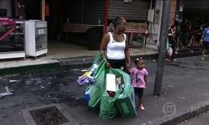 Comércio popular de SP recebe milhares de pessoas no Dia das Crianças