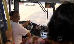 Quinze mil motoristas e cobradores de ônibus de BH fazem curso de boas maneiras