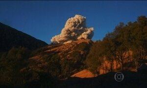 Erupção de vulcão na Indonésia cancela quase 700 voos