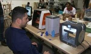 Empreendedores constroem a própria tecnologia com materiais usados