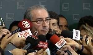Cunha acolhe pedido de abertura do processo de impeachment de Dilma