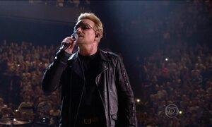 U2 homenageia vítimas dos atentados em Paris