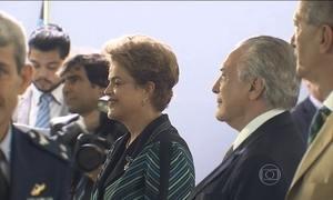 Dilma e Temer ouvem 'Amigos Para Sempre' durante evento em Brasília