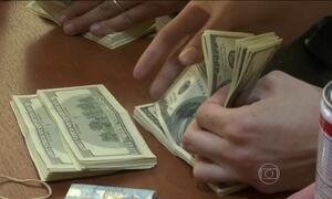 Presidente argentino muda regras do câmbio do dólar