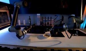 Robô prepara pratos de chefs captando movimentos do cozinheiro