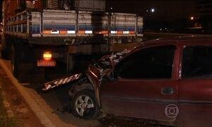 Mulher embriagada e sem roupa atropela operário na BR-153 em Goiás