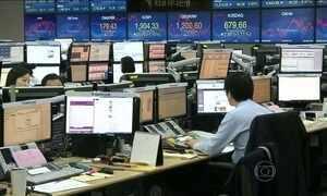 Bolsas de Xangai fecham com queda de 7%