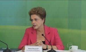 Dilma destaca o reequilíbrio fiscal em conversa com jornalistas no DF