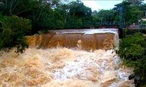 Cheia de rio que banha Brotas (SP) afeta turismo da cidade