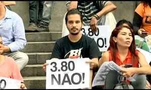 Protesto contra aumento da passagem de ônibus acaba com tumulto em SP