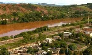 Contaminação do Rio Doce prejudica a pesca, o turismo e a criação de gado