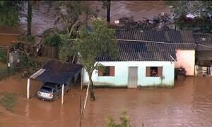 Chuva forte deixa milhares de pessoas desabrigadas em várias partes do país