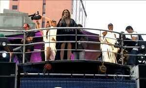 Daniela Mercury anima foliões às vésperas do carnaval de São Paulo