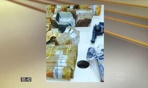 Homem encontra dinheiro e armas enterrados no quintal de casa, no RN