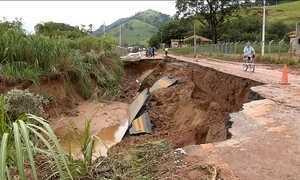 Chuva provoca queda de barreiras e bloqueia estradas no sul de MG