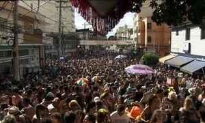 Comerciantes estão de olho na multidão que curte os blocos de Carnaval