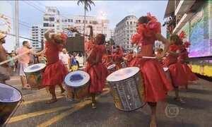 Começa o carnaval em Salvador, que homenageia o centenário do samba