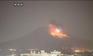TV japonesa registra momento da erupção de vulcão
