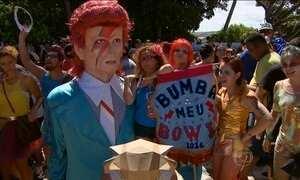 Frevo anima carnaval de Pernambuco e homenageia o roqueiro David Bowie