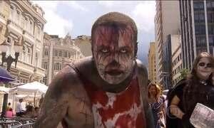 Zumbis, caveiras e monstros tomam conta do carnaval de rua em Curitiba