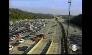 Motoristas enfrentam congestionamento no pedágio do Sistema Anchieta-Imigrantes