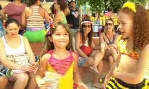 Crianças do Rio mostram que paixão pelo carnaval começa bem cedo