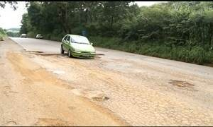 Milhares de brasileiros enfrentam estradas com buracos no retorno do carnaval