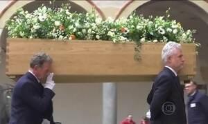 Amigos e parentes se despedem de Umberto Eco, que morreu na Itália