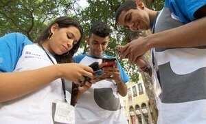 Era digital abre novas possibilidades de contato para jovens surdos